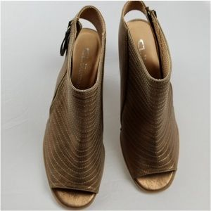 CL Laundry heels size 9.5 NWT